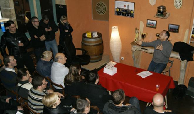 Robert Ménard donne une conférence à la Traboule, local des Identitaires lyonnais, le 26 février 2013.
