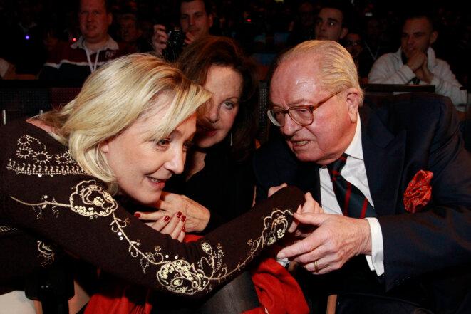 Marine Le Pen et Jean-Marie Le Pen le 18 février 2012, à la convention du FN à Lille. © Reuters