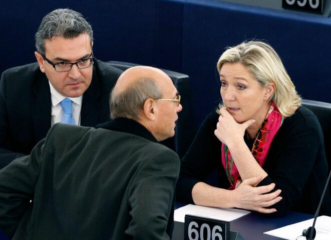 Aymeric Chauprade, Jean-Luc Schaffhauser et Marine Le Pen au parlement européen, le 27 novembre 2014. © Reuters
