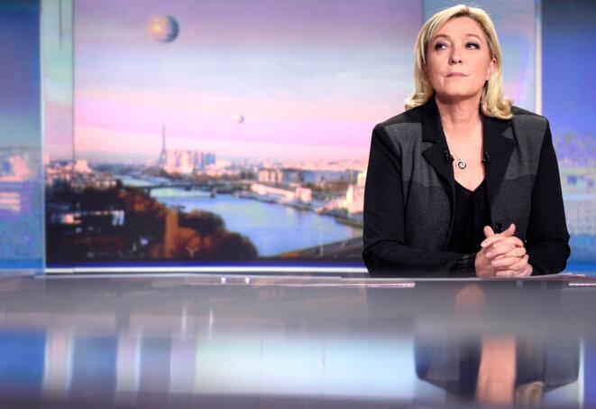 Marine Le Pen au 20 heures de TF1, le 9 avril 2015. © Reuters