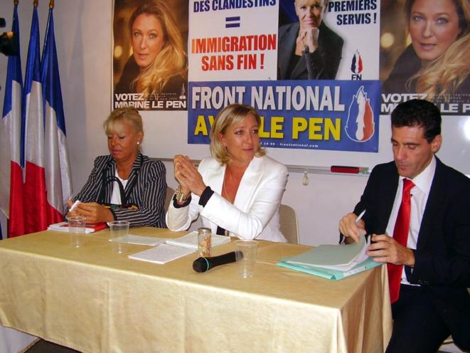 Rémi Carillon avec Marie-Christine Arnautu (vice-présidente chargé des affaires sociale) et Marine Le Pen, le 19 septembre 2010. © nationspresse.info