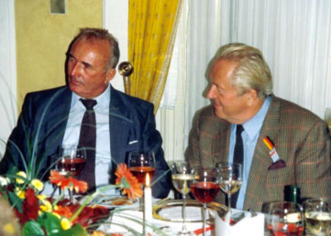 Jean-Marie Le Pen et Franz Schonhuber,  auteur de « Der Rebel », une biographie de Le Pen. © dr