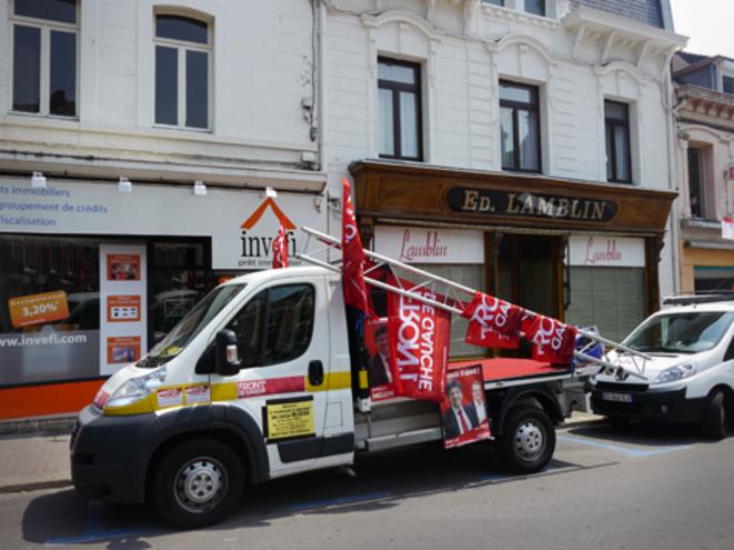 Le camion de campagne du Front de Gauche qui sillonne les rues. © M.T.
