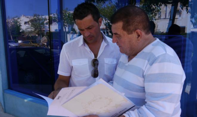 Miguel Cancela et Robert Garcia, victimes françaises de l'affaire Riviera, à l'issue de la conférence de presse, le 12 juin.