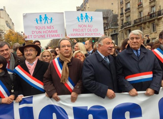 L'ex-FN Jacques Bompard (à gauche), les UMP Gérard Larcher et Claude Goasguen (à droite)
