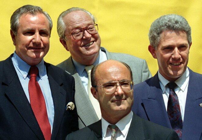 Jean-Marie Le Pen et les trois maires élus en 1995: Le Chevallier, Bompard, Simonpieri. © Reuters