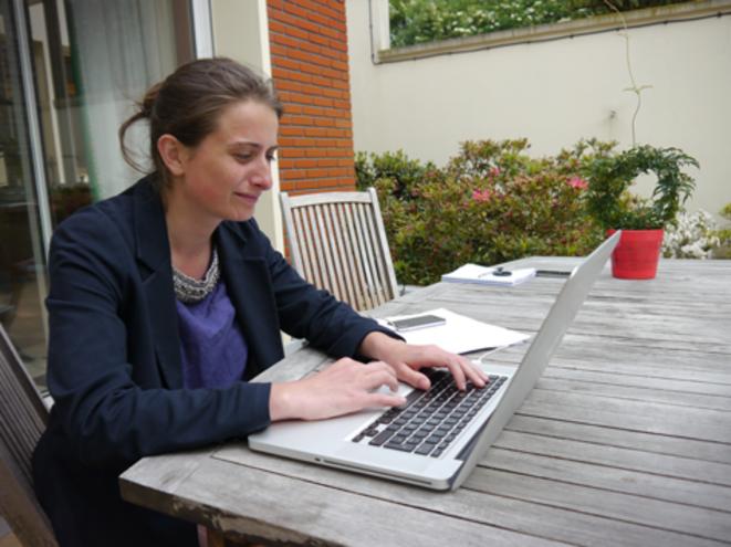 La candidate verte Marine Tondelier à son domicile héninois. © M.T.