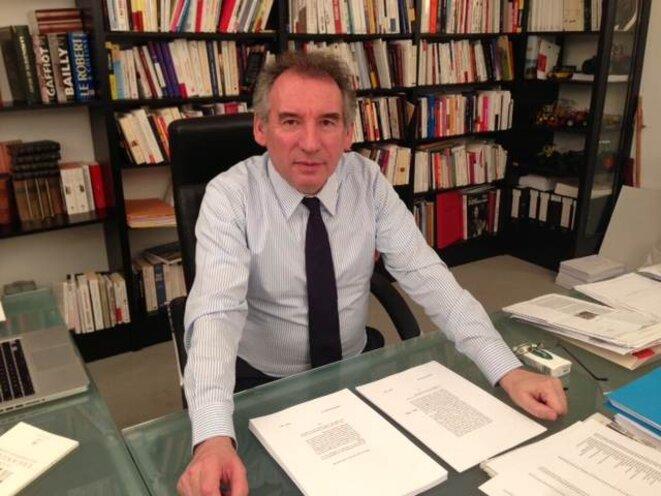 François Bayrou à son bureau au siège du MoDem, le 21 février. © M.T.