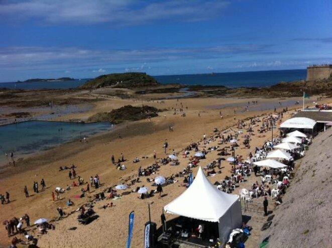 Sur la plage Bon-Secours.