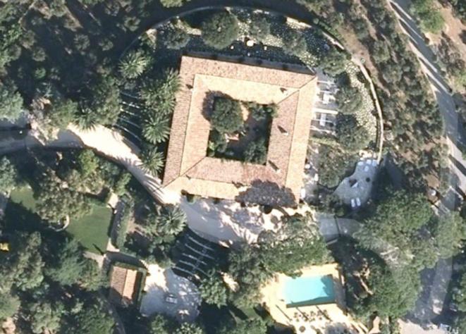 Mediapart et Google Earth