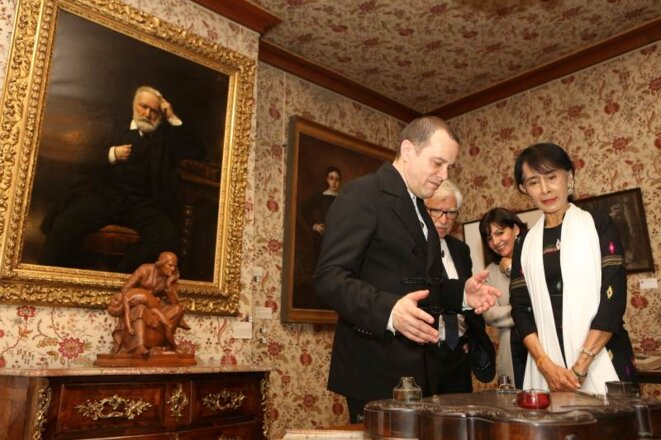 Aung San Suu Kyi à la maison de Victor Hugo lors de sa viste à Paris l'an dernier.