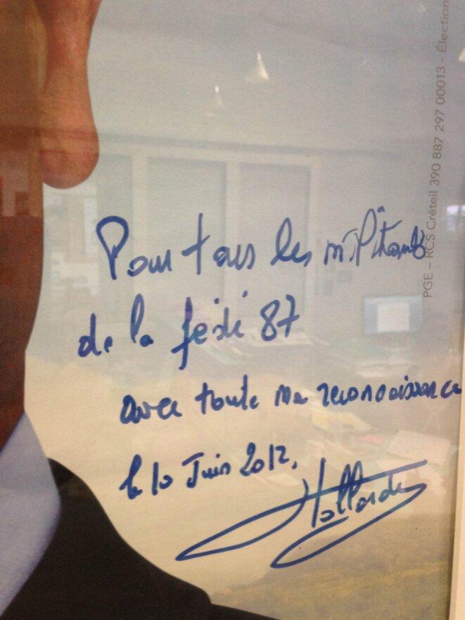 Affiche électorale dédicacée de François Hollande: siège du PS, 9, boulevard de la Cité, 87000 Limoges...