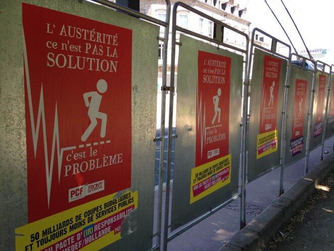 Panneaux électoraux sur la place Jourdan.