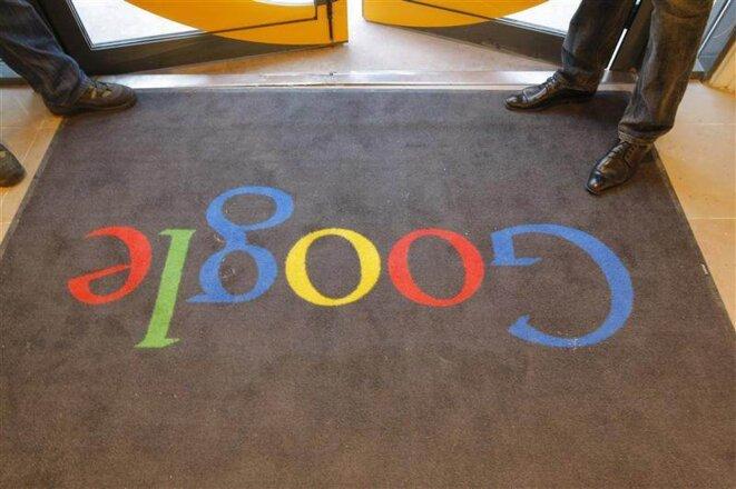 A l'entrée des locaux français de Google © (Reuters)