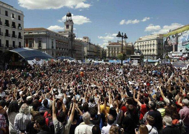 Les indignés sur la place Puerta del Sol en mai 2011