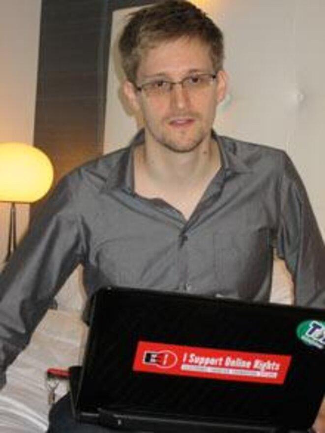 Edward Snowden et son ordinateur