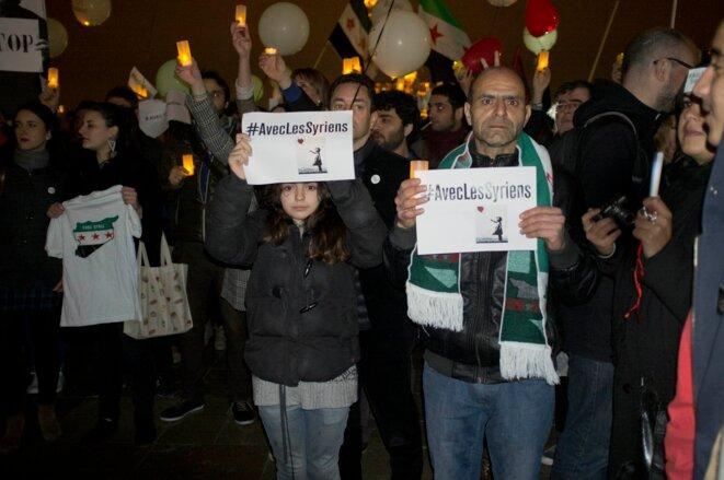 http://www.amnesty.fr/Mobilisez-vous/Bougez/Veillee-de-solidarite-avec-le-peuple-syrien-place-du-Trocadero-Paris-11115 © Alex de La Forest