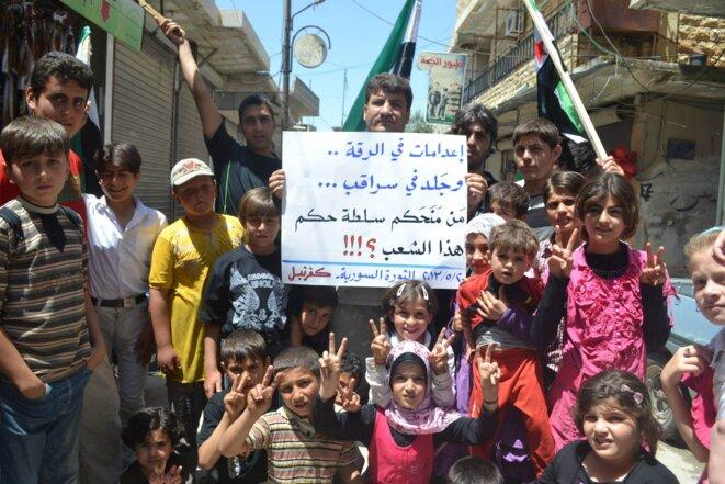 Exécution à Raqqa ... flagellation à Saraqeb ... qui vous a donné le droit de gouverner ce peuple ? © Habitants de Kafranbel (province d'Idbleb)