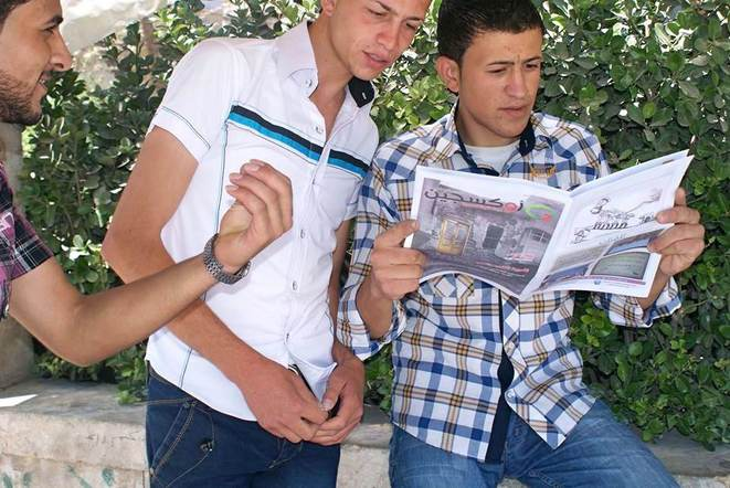 "Young men reading the magazine ""Oxygen"""