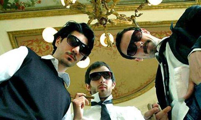 golden moustache rencontre de 3 types