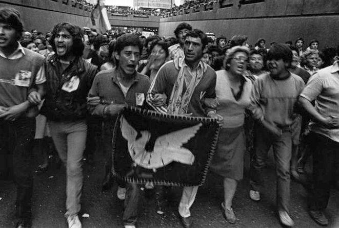 Santiago du Chili, septembre 1984. Funérailles du prêtre français André Jarlan, opposant à la dictature. © Alvaro Hoppe / AFI