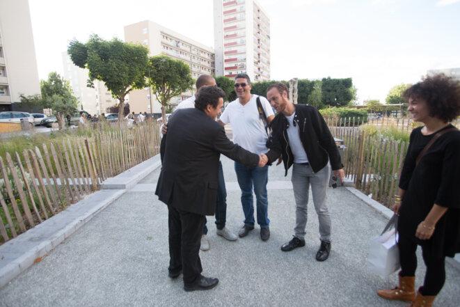 19h. Edwy Plenel, accompagné de Abdellah Daoudi, arrive à la Mediathèque © Thomas Haley
