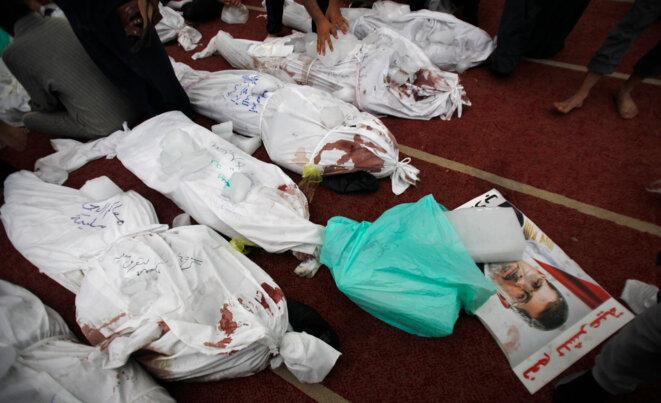 15 août 2013, au Caire. Morgue de la mosquée El Eyman. © REUTERS/Amr Abdallah Dalsh