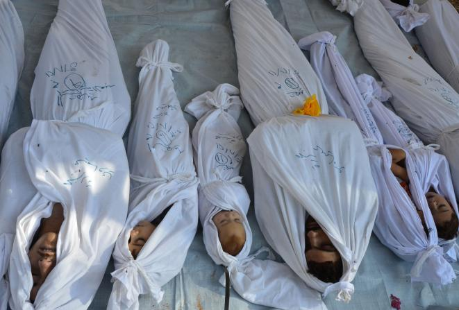 Banlieue de Damas, 21 août 2013. Des cadavres rassemblés © REUTERS/Bassam Khabieh