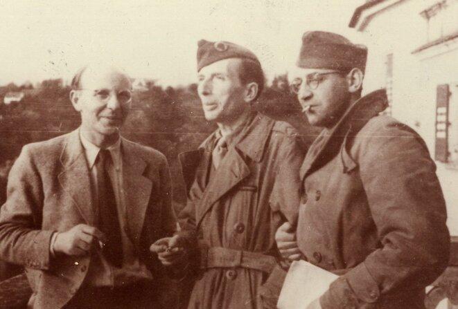 Roger Vailland au centre, correspondant de guerre pour Action et Libération en 1944-1945.  © Collection Frédéric Vailland ; Ville de Bourg-en-Bresse – Médiathèque E. & R. Vailland / DR