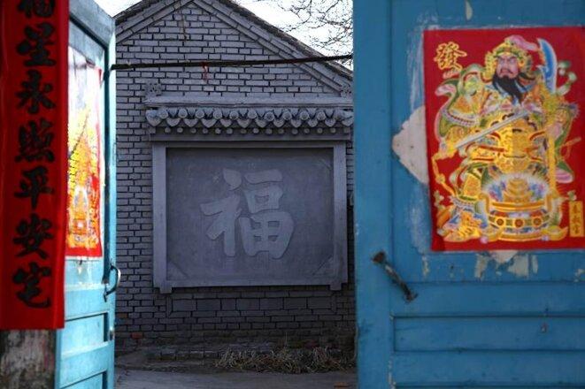 «Bonheur», est-il inscrit sur une maison voisine.