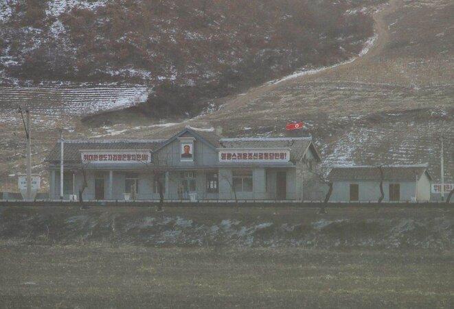 Une gare en Corée du Nord, à la frontière avec la Chine