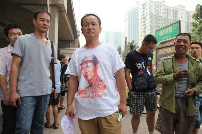 Devant le tribunal, un pro-maoïste venu soutenir Bo Xilai