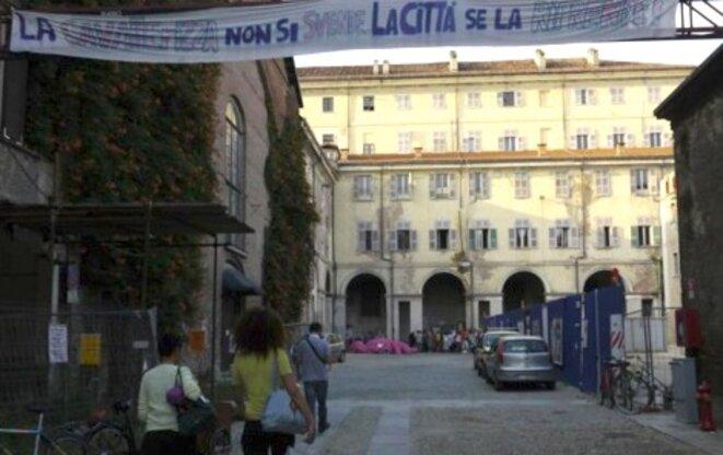 La Cavallerizza, ancienne écurie royale, mise en vente par la mairie, occupée depuis deux mois