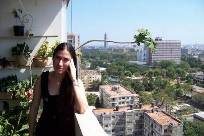 Yoaní Sánchez sur le balcon de son appartement à La Havane © RM