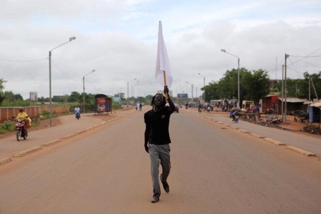 Un manifestant burkinabè opposé au coup d'Etat, le 20 septembre 2015  © Joe Penney/Reuters