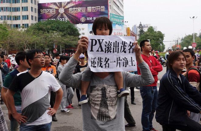 Manifestation contre un projet d'usine chimique fabriquant du paraxylène dans la pronvince de Guandong en avril 2014 © Reuters