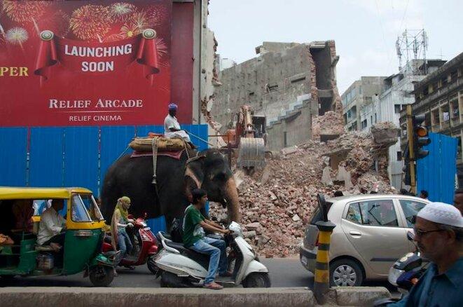 Un bouchon de circulation sur Relief Road, dans le centre historique d'Ahmedabad © Philippe Guérard
