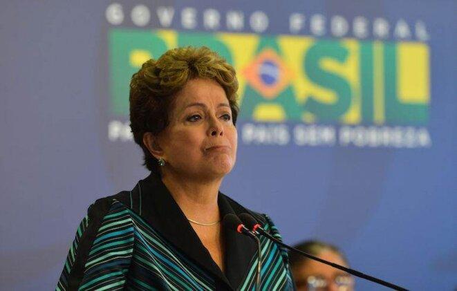 Les larmes de la présidente brésilienne Dilma Rousseff lors de la présentation du rapport sur les crimes de la dictature. © Antonio Cruz/Agencia Brasil
