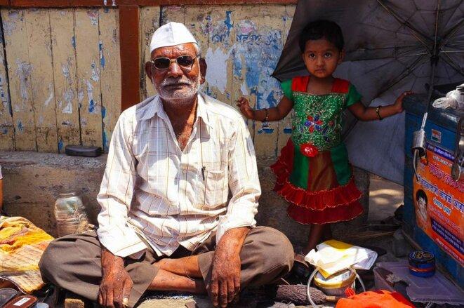 Cordonnier à Dharavi
