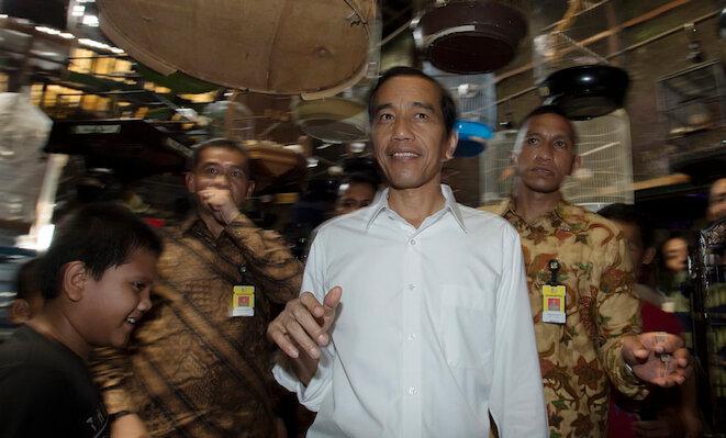 Joko Widodo visite un marché aux oiseaux à Jakarta en février 2015 © Reuters