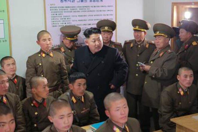 Kim Jong-un en visite dans une compagnie d'artillerie. Décembre 2014. © Pyongyang Times