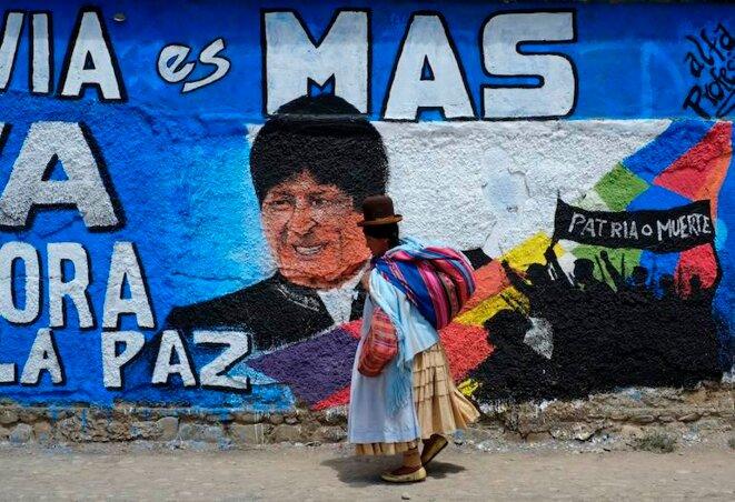 Une peinture murale pour la campagne de réélection de Morales et de son parti, le MAS, en septembre 2014, à La Paz