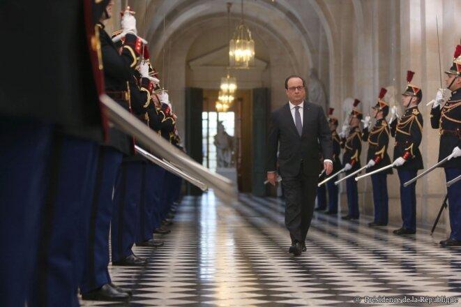 Hollande arrivant devant les assemblées réunies en Congrès lundi 16 novembre 2015 © Elysée