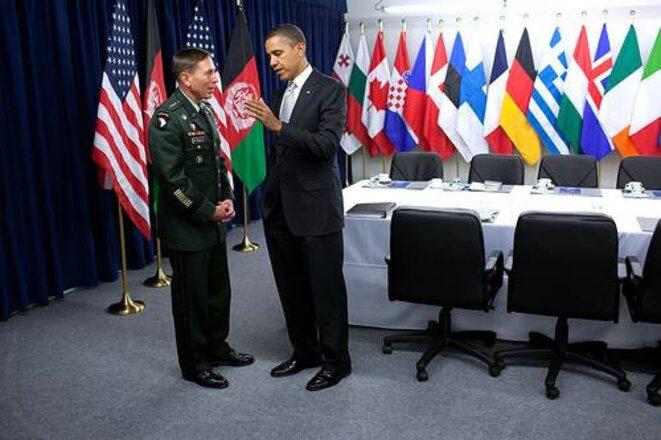 Obama et Petraeus en 2010, alors que ce dernier commande les forces américaines en Afghanistan.