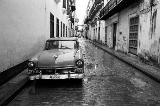 """Les """"vieilles américaines"""" continueront-elles à sillonner Cuba? (La Havane, août 2007)"""