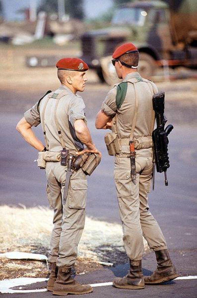 Parachutistes français le 14 août 1994 gardant l'aéroport de Kigali