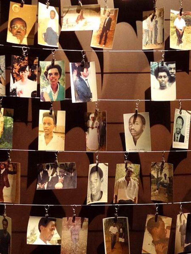 Photographies de victimes du génocide au Genocide Memorial Center à Kigali au Rwanda