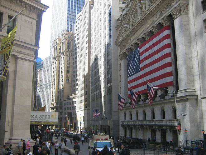 Broad Street, avec le New York Stock Exchange.