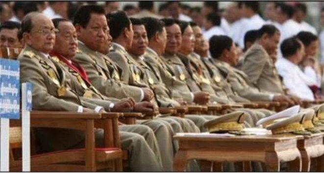 Les généraux assistent à la parade du jour des Forces Armées (Mars 2010) © Irrawady.org