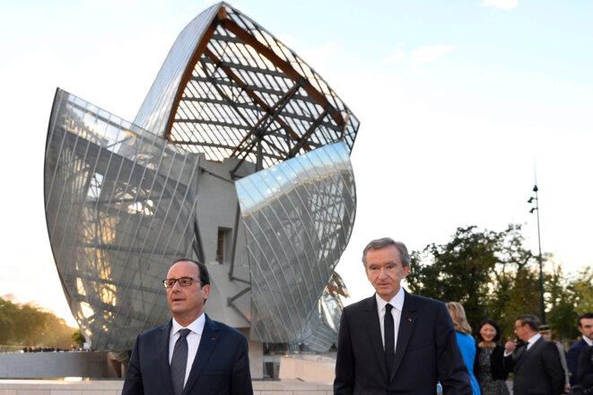 François Hollande et Bernard Arnault devant la fondation Vuitton, le 20 octobre